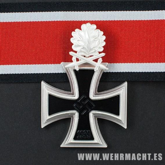 Cruz de Caballero de la Cruz de Hierro con hojas de roble y espadas (3 piezas)