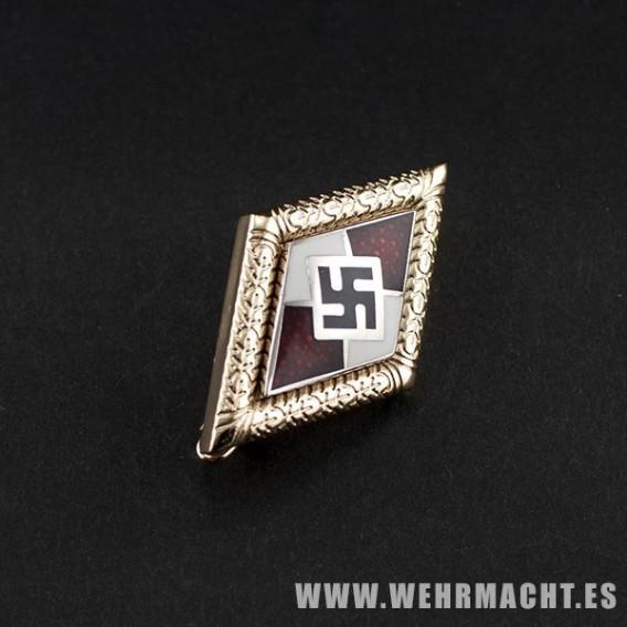 Distintivo de las Juventudes Hitlerianas con las hojas del roble